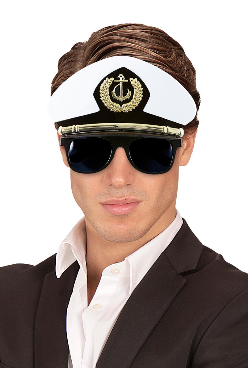 Kaptenshatt med solglasögon
